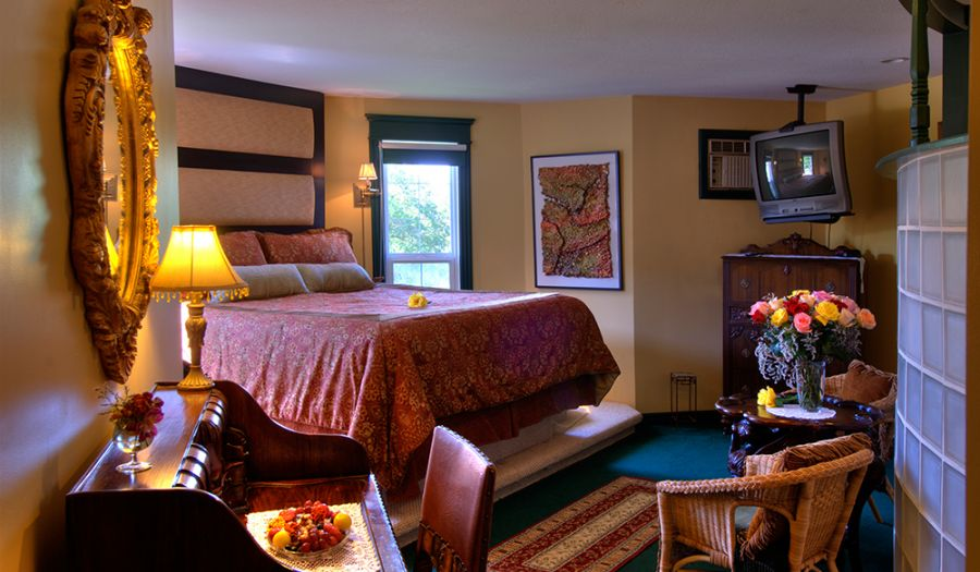 Beautifully appointed one bedroom suite in the Heartwood Inn & Spa, Drumheller, Alberta.