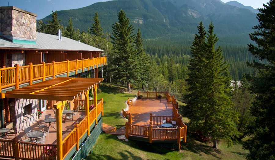 Overlander Mountain Lodge Patio